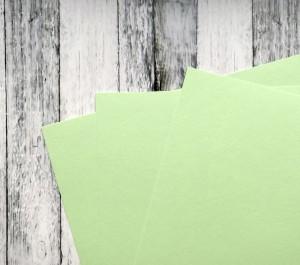Karton barwiony w masie, 220 gsm, 33 cm x 35 cm, jasna zieleń seledynowa