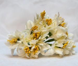 Materiałowe lilie, kremowe z żółtymi pręcikami, ok. 3 cm, 6 szt.