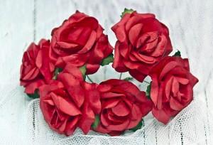 Papierowe róże czerwone 4 cm - 3 kwiatki rozwinięte