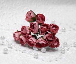 Róże papierowe 2,5 cm pudrowy róż 12 pączków