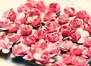 """Tuzin papierowych różyczek różowych """"różane"""" rozwiniętych ok. 1,5  cm - 12 sztuk"""